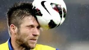 ضربات الرأس للاعبي كرة القدم قد تسبب لهم الضرر 1