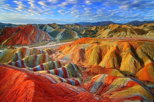 جبال قوس قزح بالصين و جمال طبيعي خلاب 8