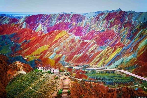 جبال قوس قزح بالصين أغرب من الخيال
