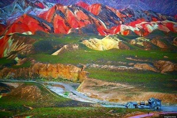 جبال قوس قزح بالصين و جمال طبيعي خلاب 2