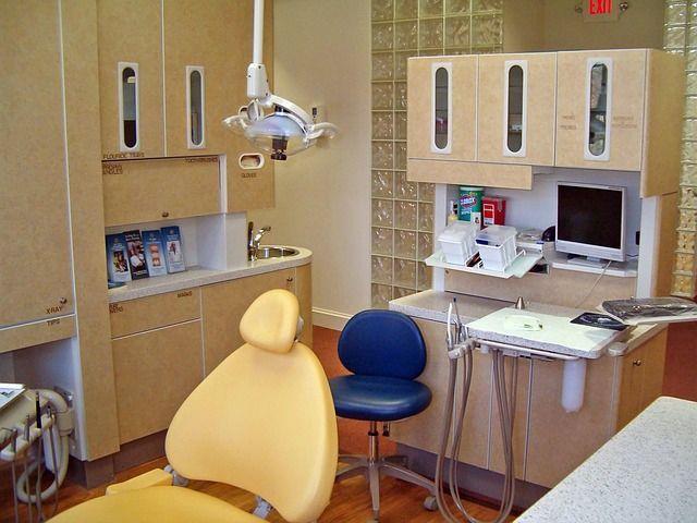 أسباب اصفرار الأسنان و طرق تبييض الاسنان الصفراء في المنزل 4