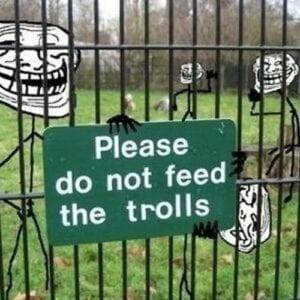 لا تطعموا المتصيدين Don't feed the Trolls